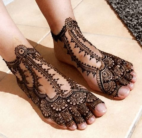 Beautiful Mehndi Designs for Feet (10)
