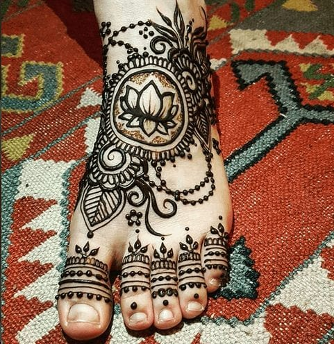 Beautiful Mehndi Designs for Feet (8)