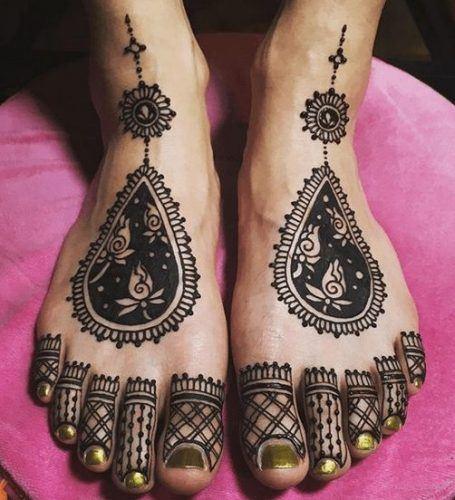 Beautiful Mehndi Designs for Feet (7)