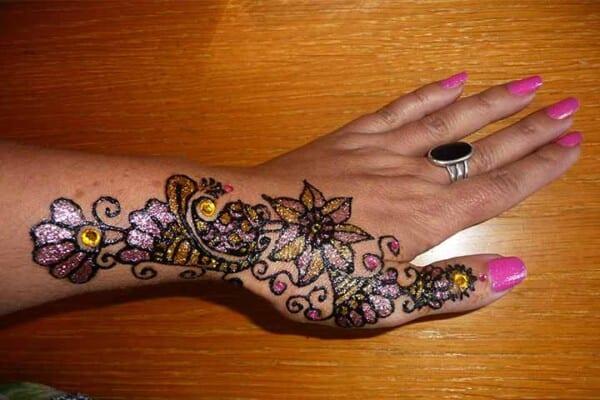 Best Glitter Mehndi Designs (12)