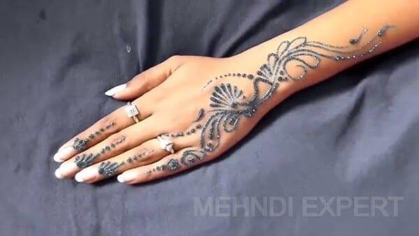 Best Glitter Mehndi Designs (7)