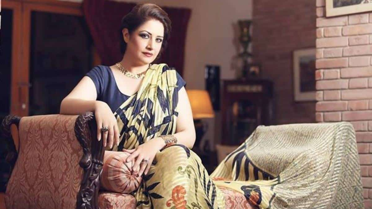 pakistani women over 50 outfits