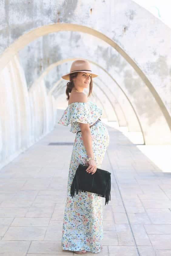 Stylish Maternity Christmas Outfits (30)