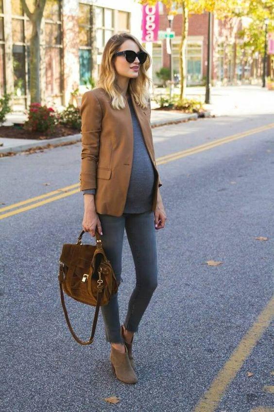 Stylish Maternity Christmas Outfits (27)