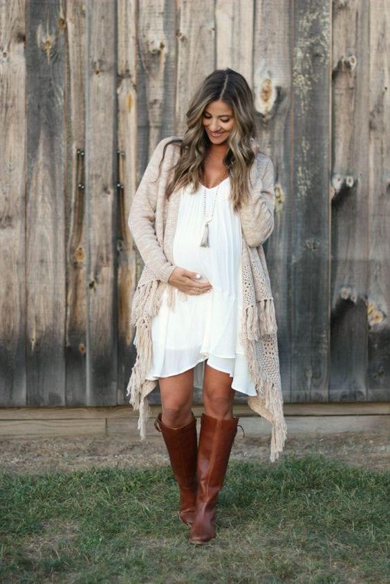 Stylish Maternity Christmas Outfits (25)