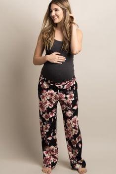 Stylish Maternity Christmas Outfits (24)