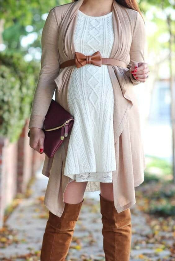 Stylish Maternity Christmas Outfits (20)
