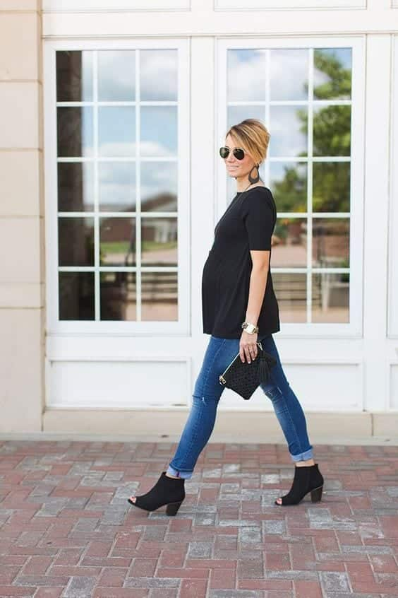 Stylish Maternity Christmas Outfits (17)