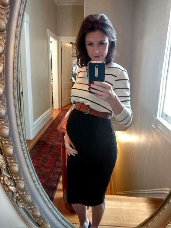 Stylish Maternity Christmas Outfits (14)
