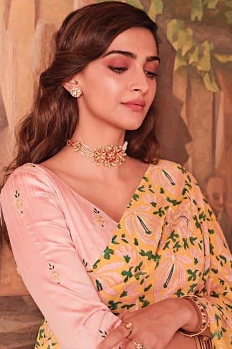 Stunning Blouse Designs For Silk Sarees (4)