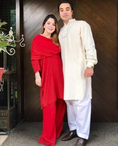 f4e46991d2cee 20 Chic Maternity Outfit Ideas For Pakistani Women