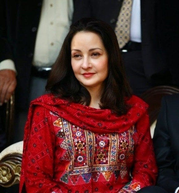 pakistani acrtess over 50 outfits