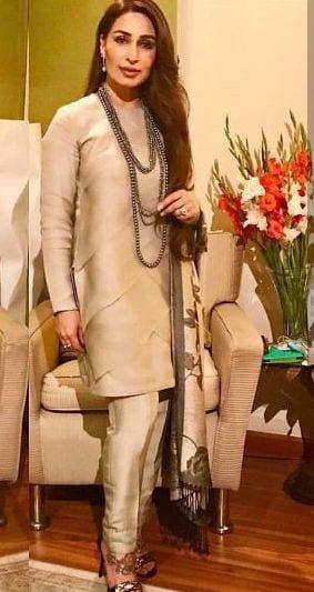 pakistani celebrities over 50 fashion