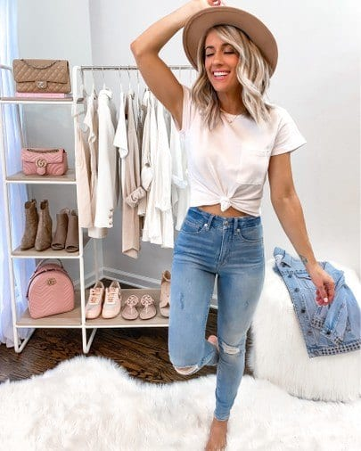 women outfits with blue jeans